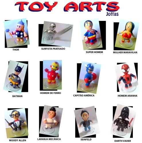 Cada Toy sai por 20 reais e podem ser encomendados aqui pelo blog. Os clientes podem escolher qualquer personagem, não sendo nescessariamente os da foto.